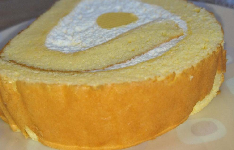 こだわり卵のふんわりロールケーキ セブンイレブン スポンジケーキ