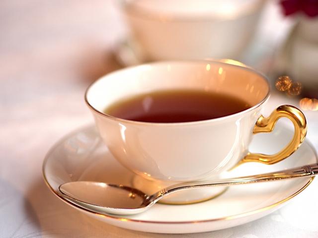 紅茶に生ミルキーを入れてみた