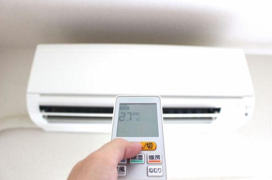 熱中症対策のエアコンを嫌う頑固な高齢者